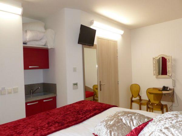 Chambre d\'hôtel avec une grande salle de bain Mâcon - HOTEL AU ...